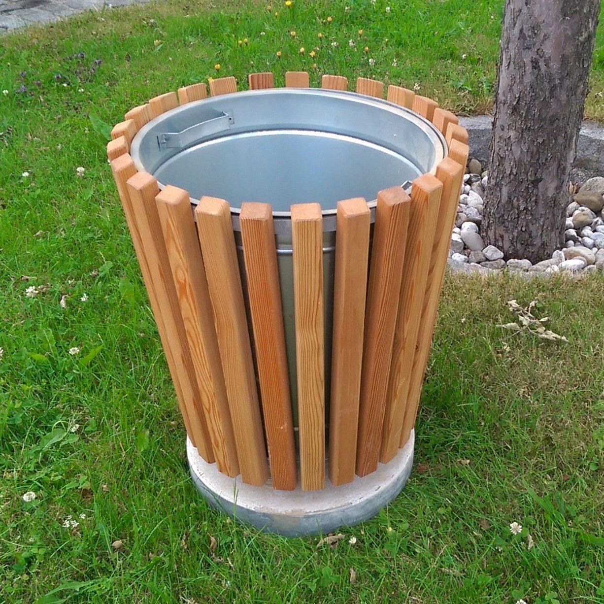 7010_Abfallbehälter mit Holzverkleidung